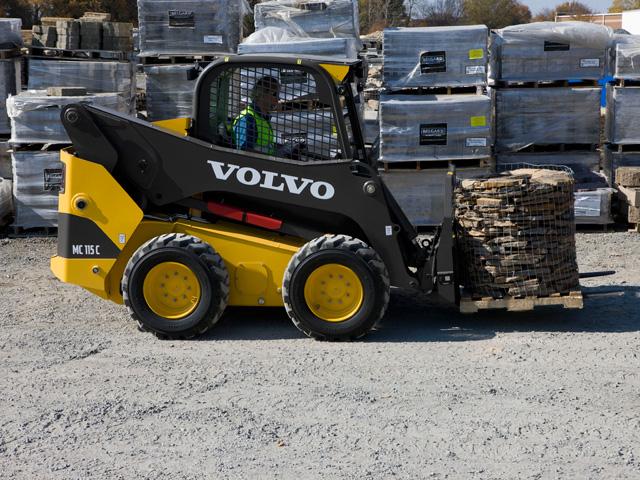 La nuova gamma di minipale multifunzione gommate e cingolate di Volvo CE VOlvo-minipala-pallet-MC115C-05big